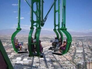 Brinqueno da torre do hotel Stratosphere: aventura alucinante para quem gosta de altura e velocidade