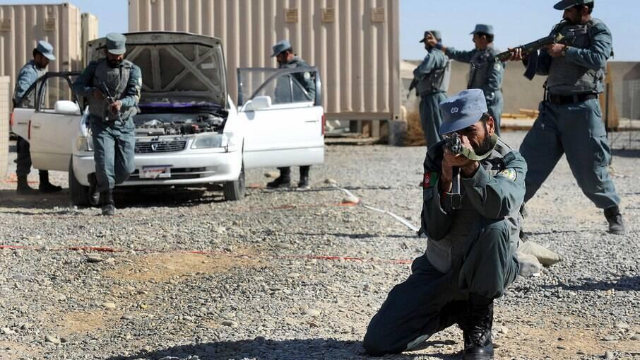 Soldados da Força Nacional do Afeganistão durante treinamento na província de Helmand