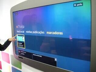 Aplicativo Social Life, da Sony, permite acessar vídeos e fotos publicados no Twitter e Facebook por meio da Google TV