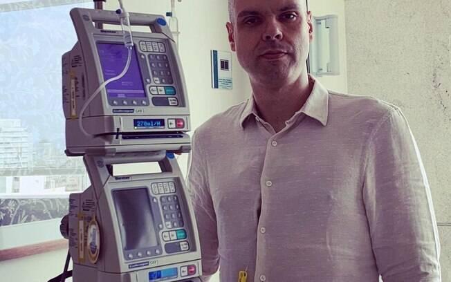 Prefeito de São Paulo, Bruno Covas, voltou ao hospital para mais sessões de quimioterapia.