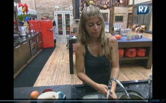 Raquel fala que Gui deve estar se roendo de raiva por deixar o programa