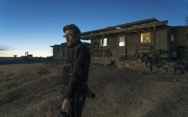 Benício Del Toro em cena de Sicário: O dia do Soldado, que estreia nesta quinta-feira (28)
