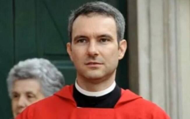 O padre Carlo Alberto Capella foi condenado a cinco anos de prisão pelo Tribunal do Vaticano neste sábado (23)