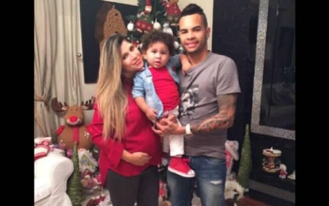 Dani Souza e Dentinho com o primogênito Bruno Lucas