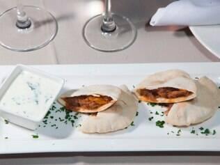 O molho grego do sanduíche de Carlos Bruno leva iogurte e mel