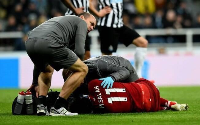Salah deixou o jogo contra o Newcastle no último final de semana após receber forte entrada