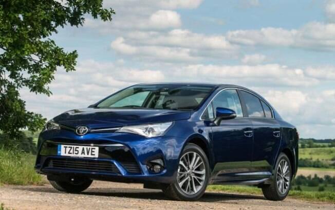 Toyota Avensis: sedã vendido na  Europa tem estilo arrojado, bom acabamento e mecânica eficiente. Mas está longe do Brasil