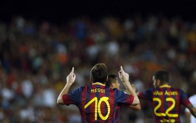 Lionel Messi comemora primeiro gol do  Barcelona na goleada sobre o Santos