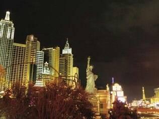 Strip Street: diversão 24 horas, com direito a ver um dos símbolos de NY em pleno deserto