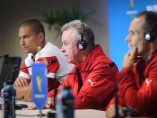 Hitzfeld (centro) formou uma seleção com boas apostas e atletas experientes