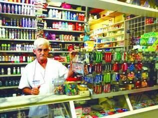 Informação. Funcionário de uma farmácia da rodoviária, Varli Teixeira soube da novidade pelos jornais