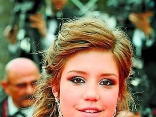 Adèle Exarchopoulos, em Cannes, adotou a trança bem soltinha