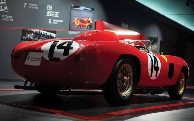 As linhas da Ferrari 290 MM Scaglietti unem o mundo das corridas e dos esportivos dos anos 50