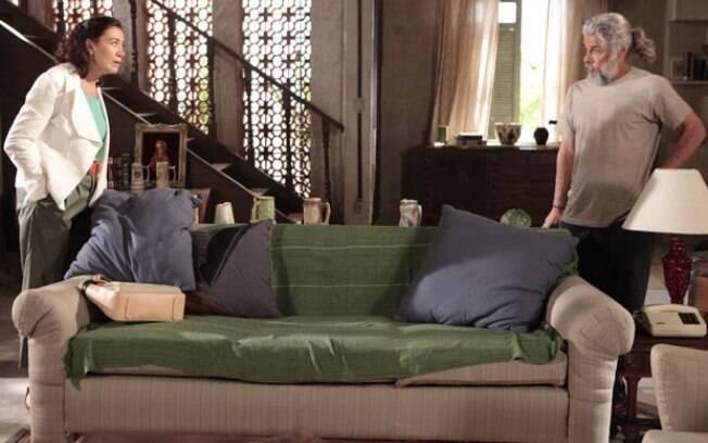 Griselda pede ajuda a Pereirinha para provar que Tereza Cristina tentou matar sua filha