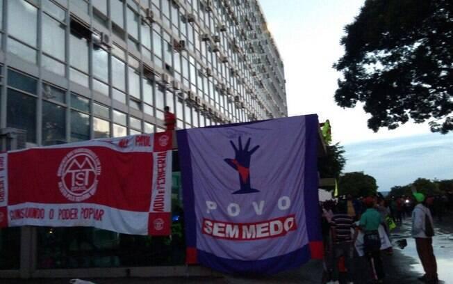 Cerca de 500 integrantes do Movimento de Trabalhadores Sem-Teto invadiram sede do Ministério da Fazenda