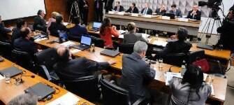 Comissão do impeachment no Senado ouve indicados pela defesa de Dilma