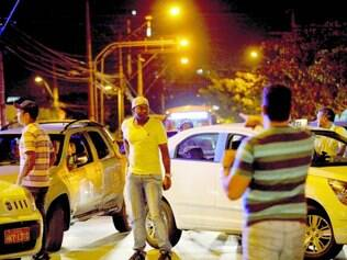 Protestos.  Taxistas se uniram em carreata nas principais avenidas da cidade para pedir mais segurança e melhores condições de trabalho