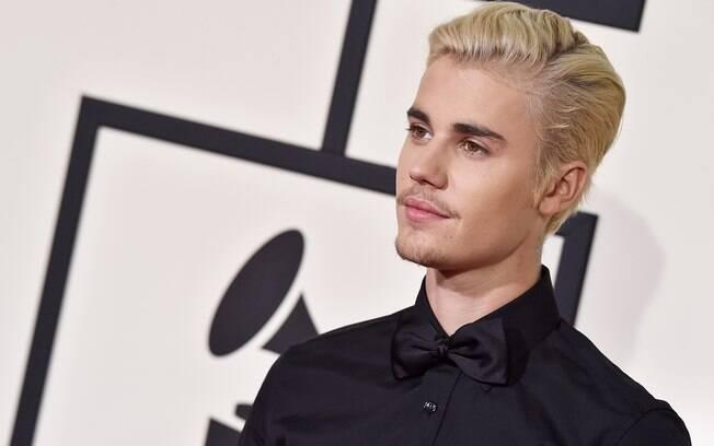 Justin Bieber faz nova tatuagem que cobre todo o braço, agora os fãs estão curiosos para saber que ele fará outras