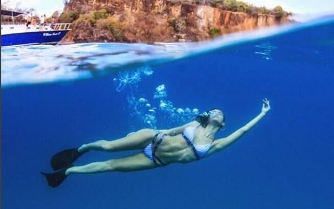 Bruna Marquezine publica foto durante mergulho em Fernando de Noronha e é elogiada por famosos e anônimos