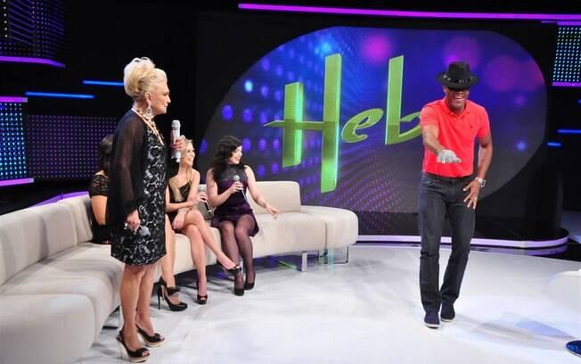 Anderson Silva imita Michael Jackson no programa da Hebe