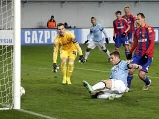 Um dos gols da equipe de Manchester foi marcado por Milner