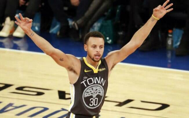 Stephen Curry bateu recorde de acertar mais cinco ou mais bolas de três em seis jogos consecutivos na NBA