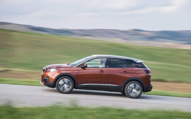 O comportamento dinâmico do novo Peugeot 3008 passou a ser mais parecido com o de uma perua esportiva
