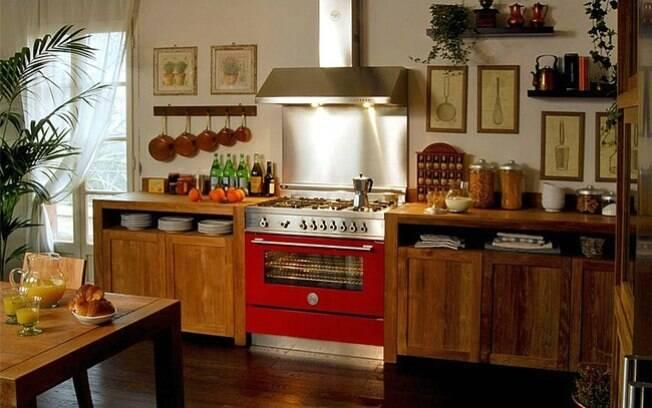 É fundamental garantir o bom posicionamento do fogão e da coifa. Atente-se para o tamanho dos aparelhos