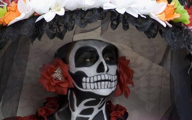 O Dia dos Mortos no México é uma verdadeira festa e atrai turistas de todas as partes do mundo. Na data, as pessoas têm o costume de vestir fantasias coloridas de caveira para homenagear os mortos. Foto: Abril Cabrera/Secretaria da Cultura