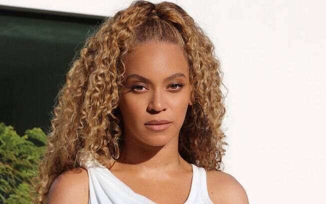 Sir John, maquiador de Beyoncé, compartilhou alguns dos segredos da diva para manter a maquiagem impecável