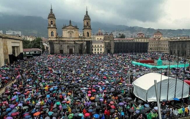 Protestos levaram milhares de pessoas às ruas na Colômbia