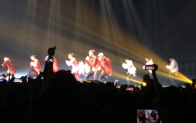 BTS prova que faz ao vivo e impressiona com coreografias durante show
