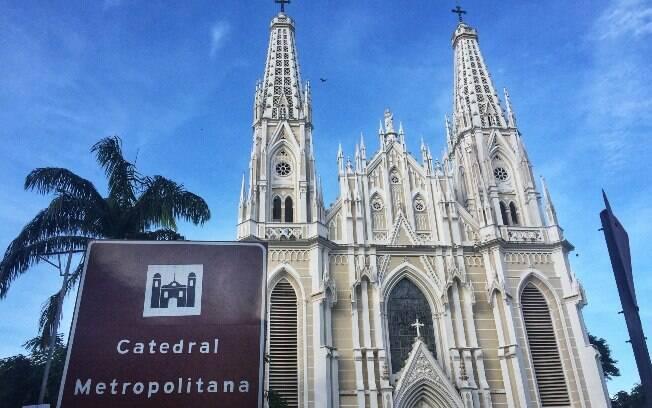 A Catedral Metropolitana fica em Vitória e impressiona por sua grandiosidade, tanto do lado de fora quanto no de dentro