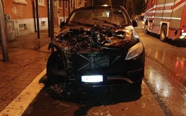 Torcedores destruíram os carros dos jogadores após derrota no Campeonato Italiano