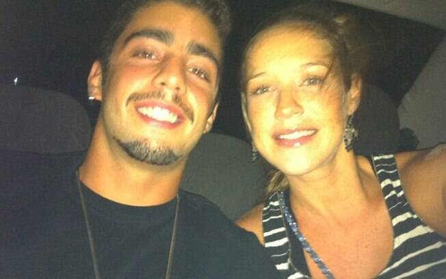Luana Piovani e Pedro Scooby na noite de quinta (05), em foto postada por ela no Twitter