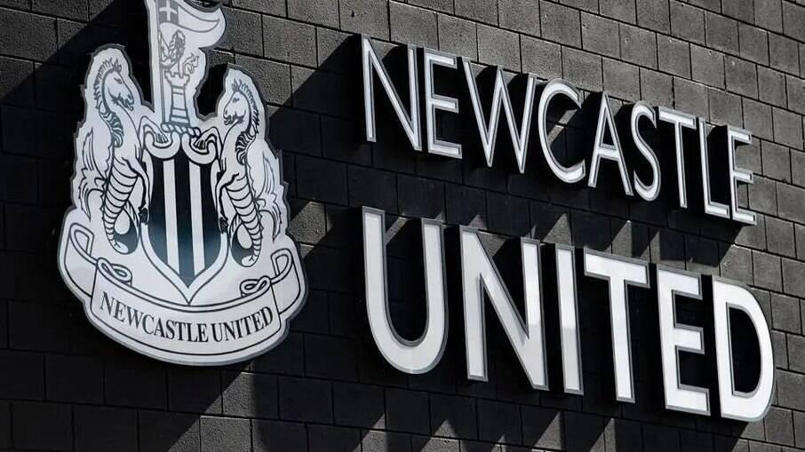 Fundo saudita compra Newcastle por mais de R$ 2 bilhões