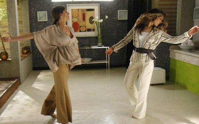 Melissa (Christiane Torloni) ataca Yvonne (Letícia Sabatella) em