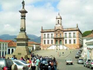 Veto. Para proteger pedestres e o patrimônio, veículos estão proibidos de estacionar em um dos principais cartões-postais de Minas