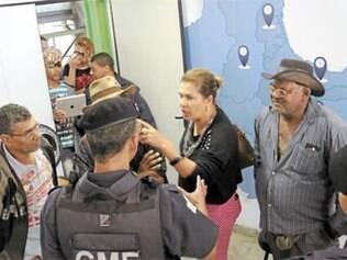 Clima esquentou na porta do gabinete do prefeito Carlaile Pedrosa, na terça-feira (17), e guardas municipais iniciaram uma discussão com os trabalhadores rurais