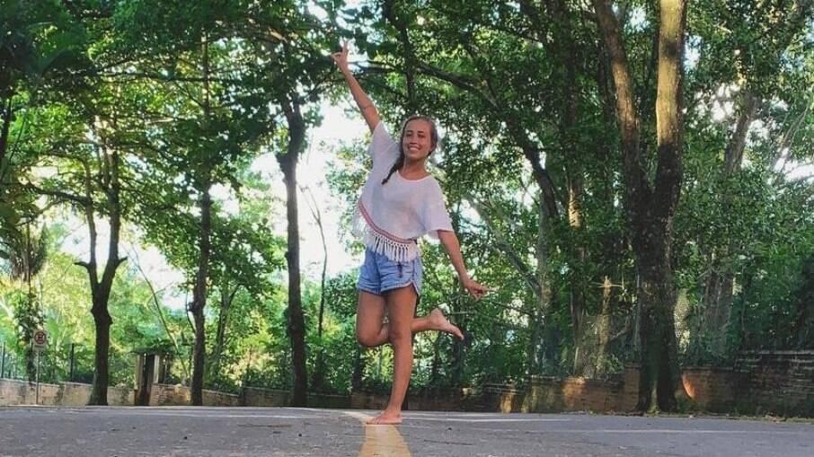 Carolina Cheres, de 27 anos, mora na Grande São Paulo e prefere se locomover por aplicativos, taxi, ônibus e metrô.