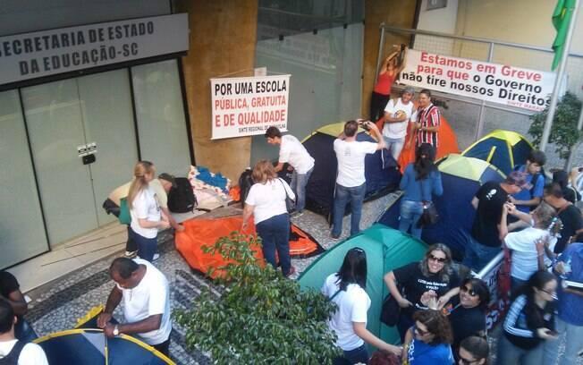 Professores de Santa Catarina ocuparam Assembleia Legislativa do Estado