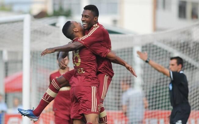 Rhayner comemora seu gol na partida contra o  Bangu pela sétima rodada da Taça Rio