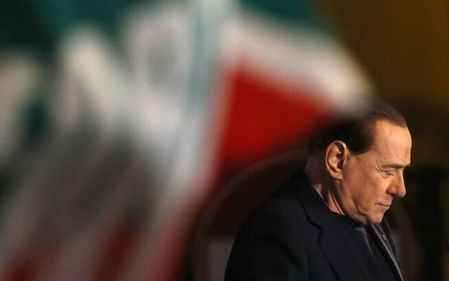 Político foi recepcionado por partidários do partido Forza Italia (27/11/2014)