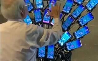 'Pokévô' taiwanês usa 30 celulares pendurados em uma bike para jogar Pokémon Go