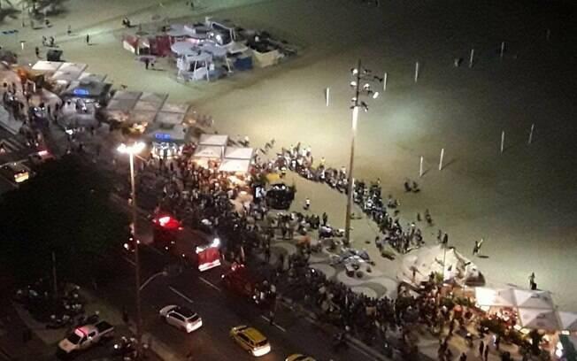 Calçadão de Copacabana estava repleto de turistas e moradores da cidade, na rua e nos quiosques ao longo da orla