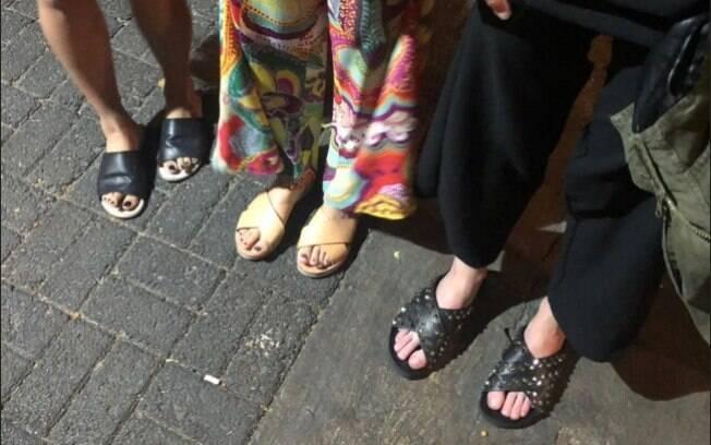 Consumidora foi barrada na porta do bar Biri Nait, em SP, acusada de estar com calçado inadequado e depois pela roupa
