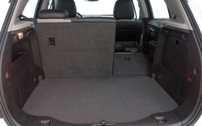 Mesmo a renovação do Chevrolet Tracker não resolveu o problema do porta-malas, que segue com 306 litros de capacidade.. Foto: Divulgação/General Motors