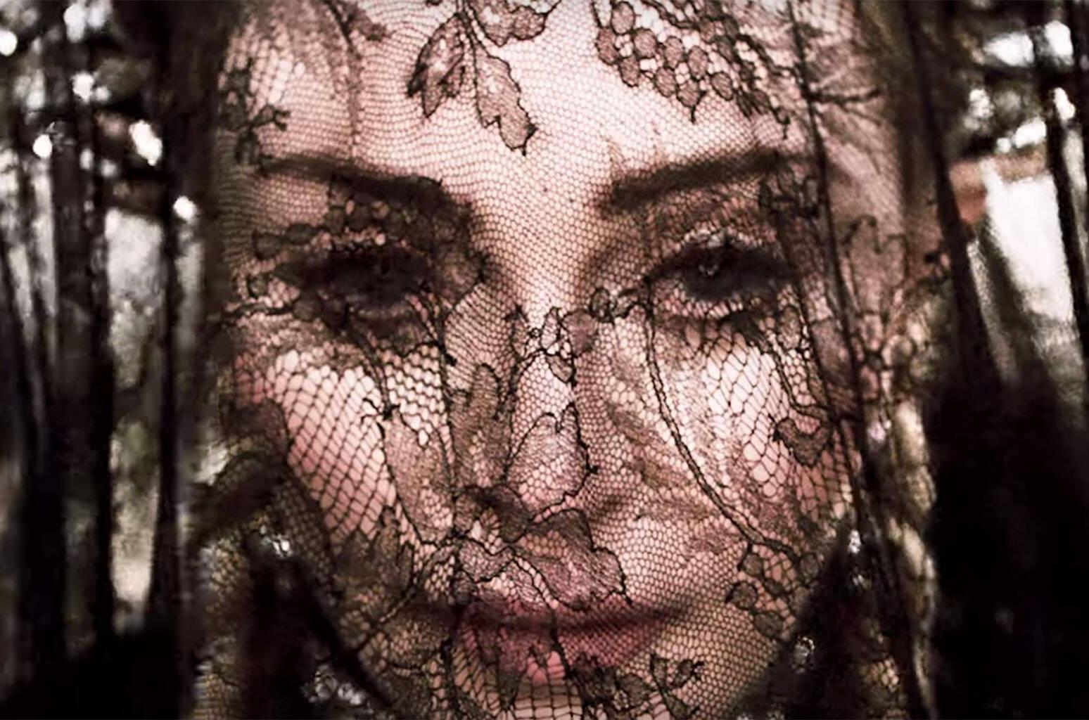 Madonna lançou o álbum Madame X nesta sexta-feira (14) com bastante presença latina, inclusive de Anitta, que faz uma participação na música Faz Gostoso. Foto: Reprodução/Youtube