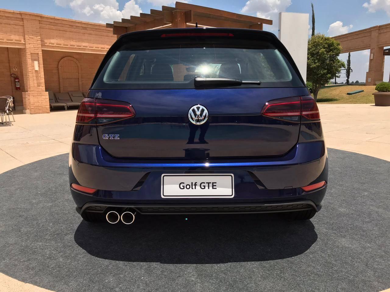 Dupla saída de escape também faz parte dos detalhes esportivos do Golf GTE. Foto: Guilherme Menezes/iG