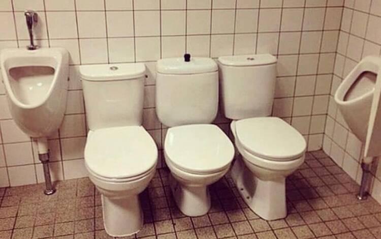 Já pensou dividir o banheiro com outras pessoas e, ao mesmo tempo, aproveitar para conversar?. Foto: Reprodução/Instagram/pleasehatethesethings